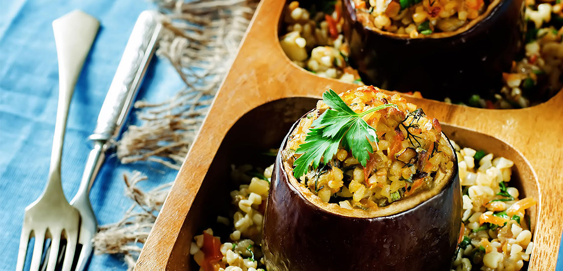 Aubergines stuffed with bulgur and vegetables